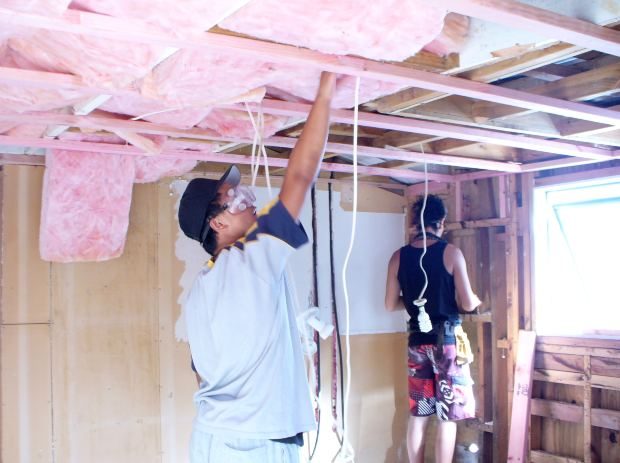Installing thermal insulation